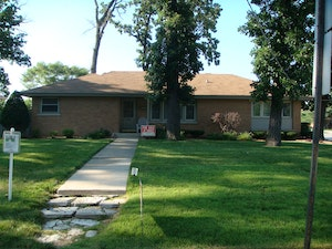 Worth Home, IL Real Estate Listing