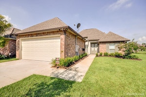 Gonzales Home, LA Real Estate Listing