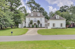 Saint Francisville Home, LA Real Estate Listing