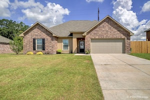 Port Allen Home, LA Real Estate Listing